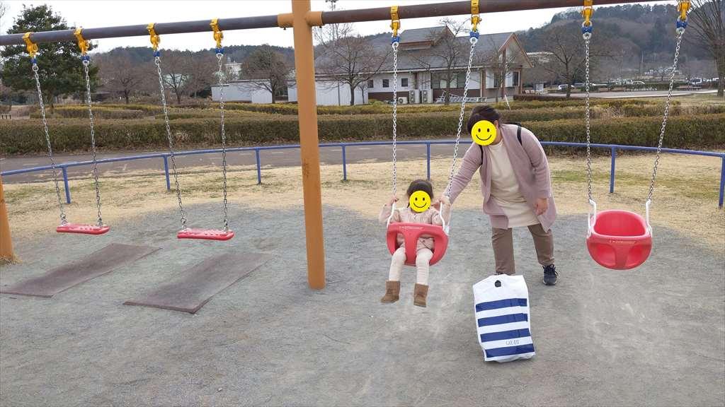 永野川緑地公園のブランコ