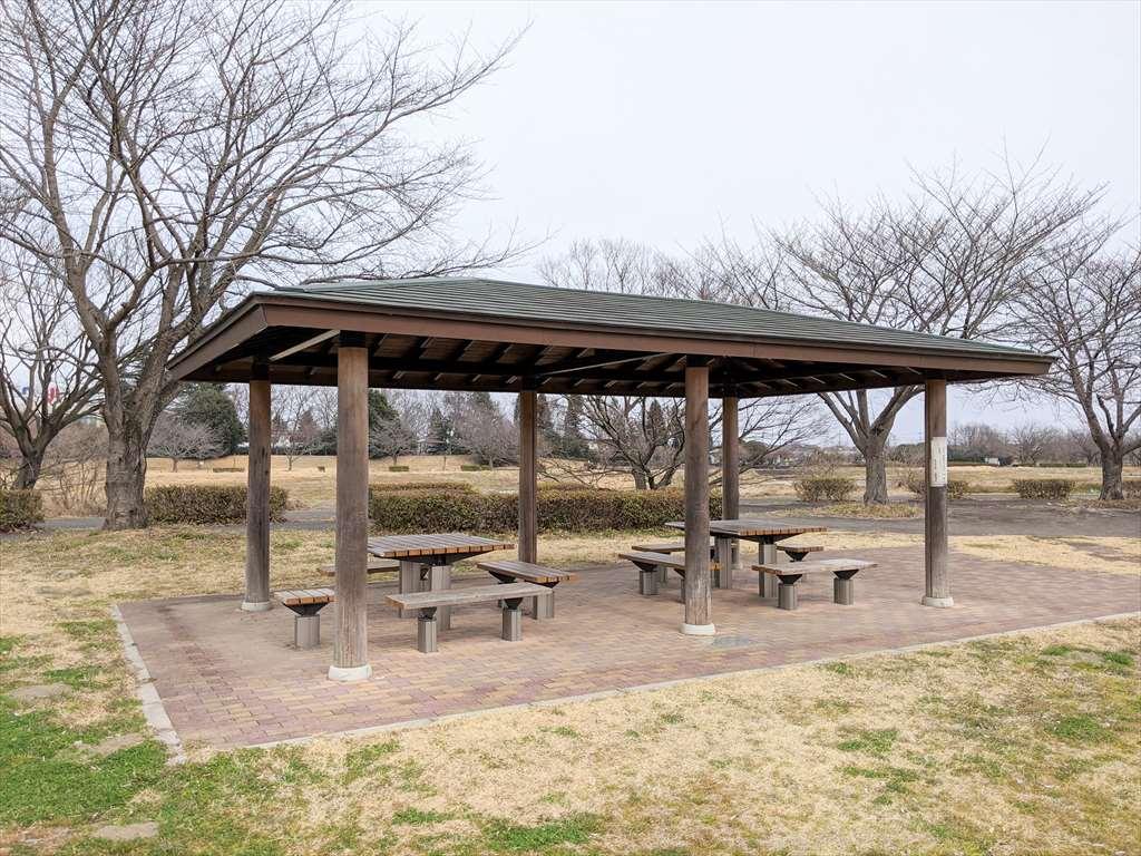 永野川緑地公園の休憩スペース1